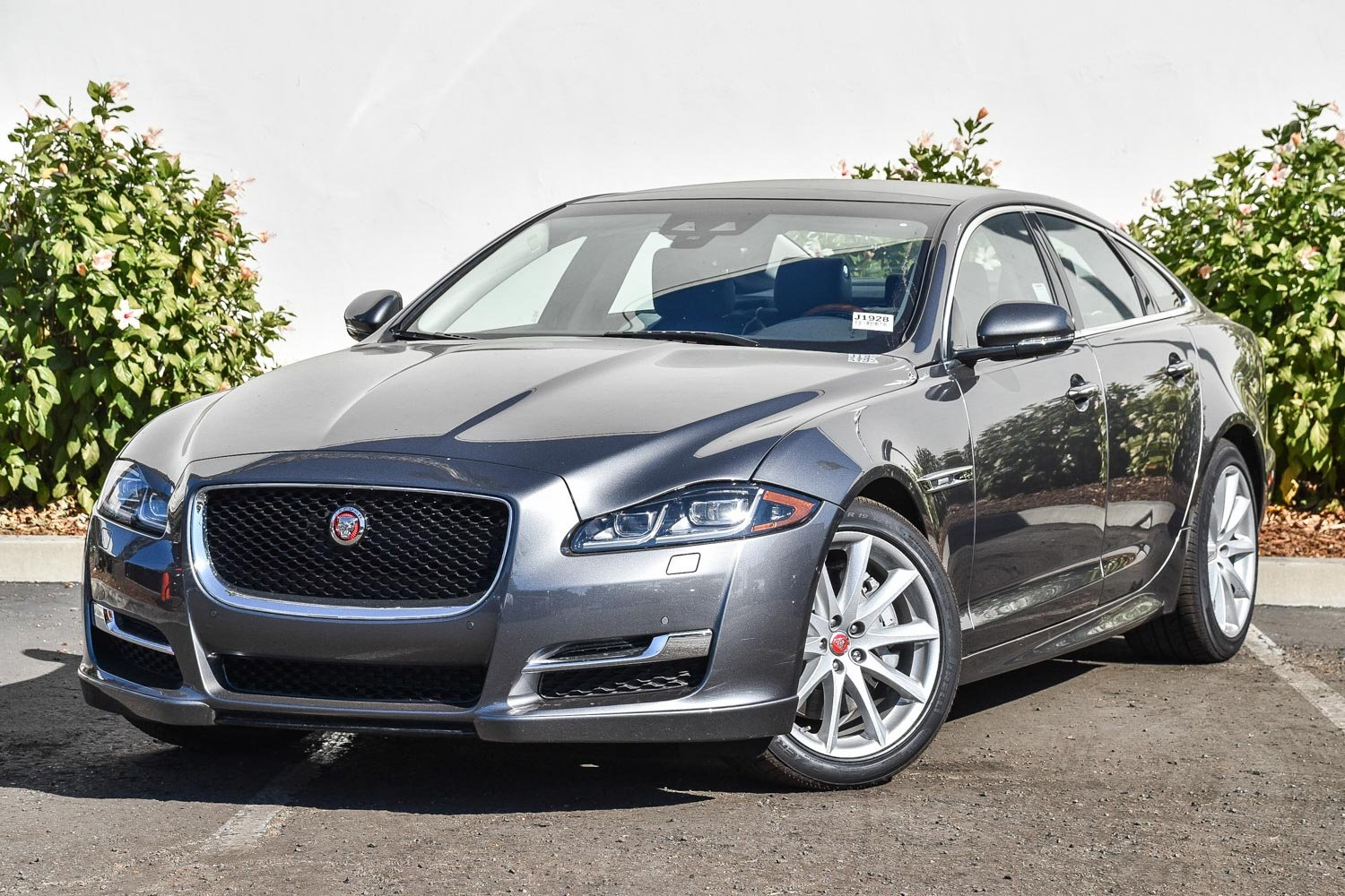 New 2018 Jaguar Xj R Sport
